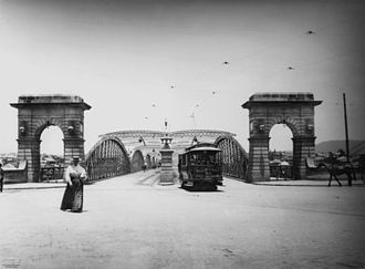 Victoria Bridge, Brisbane - Early electric tram at the northern end of the second permanent Victoria Bridge, c. 1906