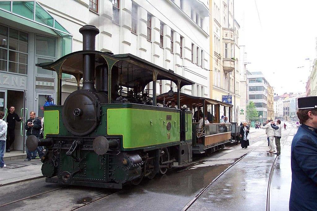 Die Dampfstraßenbahn 1024px-Brno%2C_Moravsk%C3%A9_n%C3%A1m%C4%9Bst%C3%AD%2C_parn%C3%AD_tramvaj_II