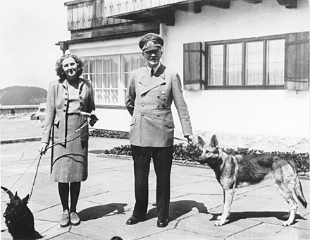 Eva Braun and Hitler (with Blondi), June 1942 Bundesarchiv B 145 Bild-F051673-0059, Adolf Hitler und Eva Braun auf dem Berghof.jpg