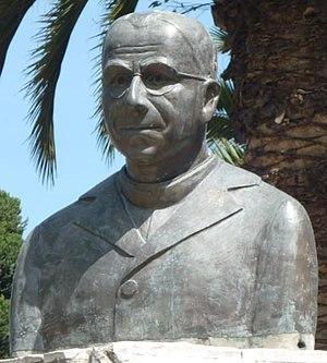 Aurelio Espinosa Pólit - Image: Busto aurelio espinoza polit