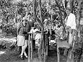 COLLECTIE TROPENMUSEUM Groepsportret tijdens een familieuitje naar de Kawah Ratu krater bij de Gunung Tangkubanprahu TMnr 10027135.jpg