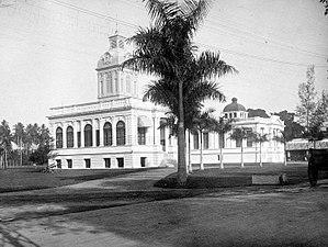Medan City Hall - Image: COLLECTIE TROPENMUSEUM Het gemeentehuis en het kantoor van de Javasche Bank T Mnr 10015457