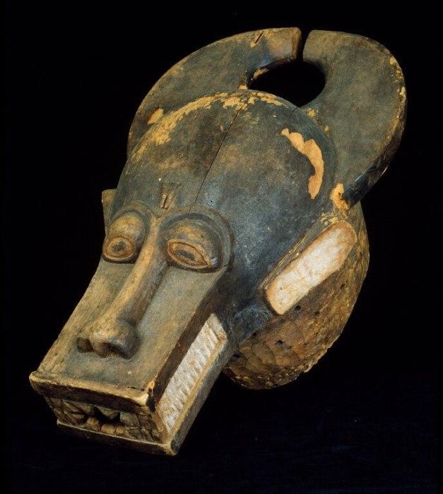 COLLECTIE TROPENMUSEUM Houten masker van een woudgod TMnr 3305-16