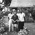 COLLECTIE TROPENMUSEUM Portret van Dewa Ketut Beng Gunarsa Rudolf Bonnet en Paul Spies met vrienden in de tuin TMnr 60030416.jpg