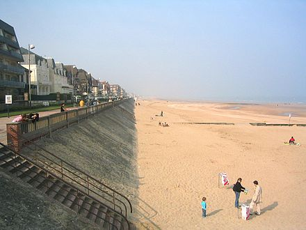 The beach at Cabourg, a seaside resort that was the model for Balbec in the novel CabourgPlage.jpg