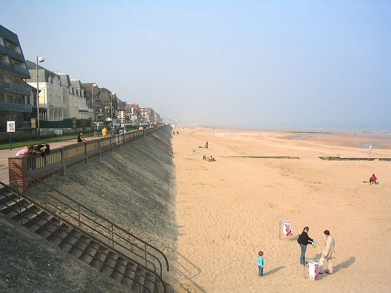 File:CabourgPlage.jpg