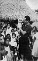Camilo Torres con campesinos colombianos.jpg