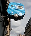 Caravane bleue dans le ciel (7617201698).jpg