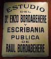 Cartel del estudio juridico de Enzo Bordabehere.JPG
