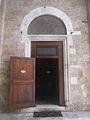Cattedrale di Rieti - ingresso di destra.jpg