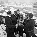 Cegléd 1970, Rákóczi út 14. Újévi köszöntő a háztetőn. Fortepan 87284.jpg