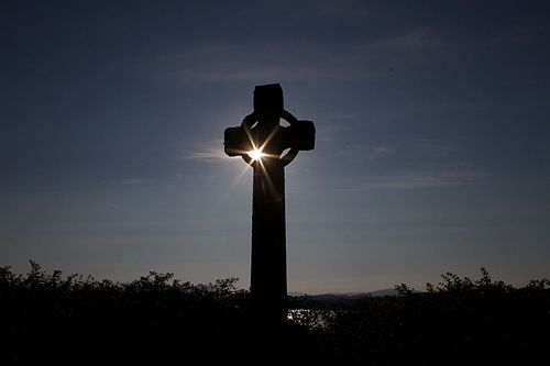 Celtic Cross, Iona (15250882635).jpg