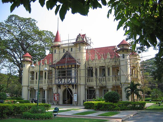 Fichier:Chali Mongkol Asana, Sanam Chan palace, Thailand ...