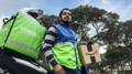 Chazki entregando paquete Amazon.png