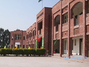 Chiniot - A side view of the building of Chenab College Chiniot