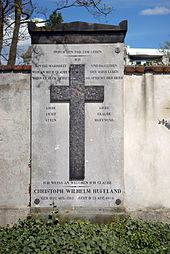 Hufelands Grab auf dem Dorotheenstädtischen Friedhof in Berlin (Quelle: Wikimedia)