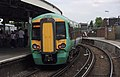 Clapham Junction railway station MMB 20 377212.jpg