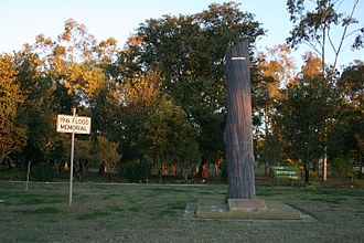Clermont, Queensland - Memorial marking the 1916 flood