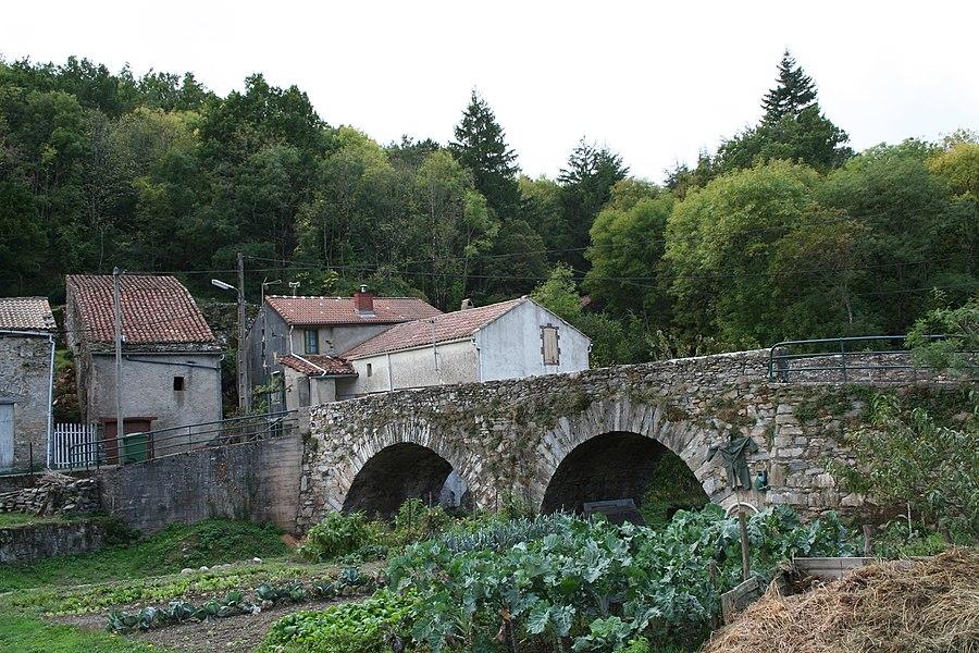Courniou (Hérault) - hameau de Scio, pont sur la Salesse.