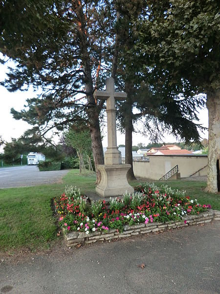 Cross in front of the cemetery of Saint-André-de-Corcy entry.