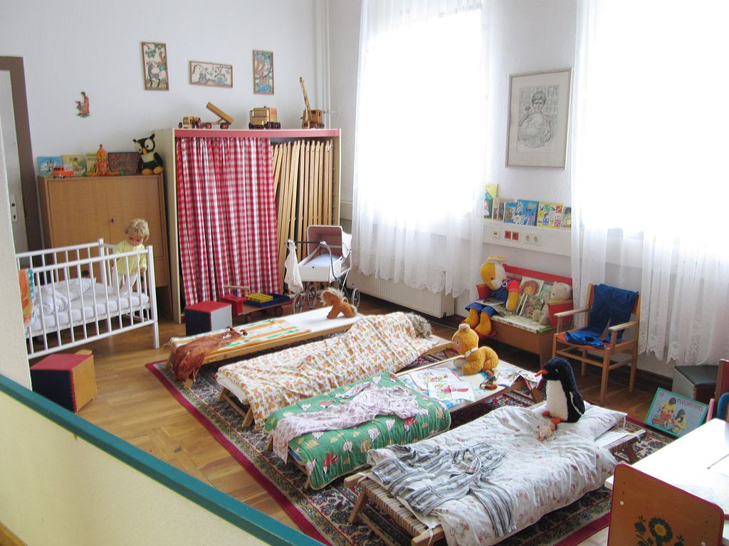 La chambre des enfants dans le musée de la DDR (Allemagne de l'est) - photo de Toffel