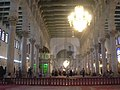Damaskus, Omayadenmoschee, Innenraum mit grün beleuchtetem Schrein Johannes d. Täufers (38674738482).jpg