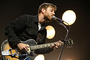 Dan Auerbach - Image: Dan Auerbach performing with the Black Keys