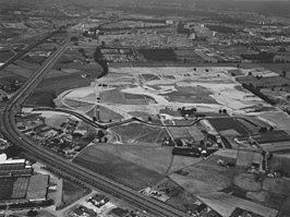 De Berendonck in aanleg (8 juli 1976). Op de achtergrond Nijmegen-Dukenburg, op de voorgrond Provinciale weg 324.