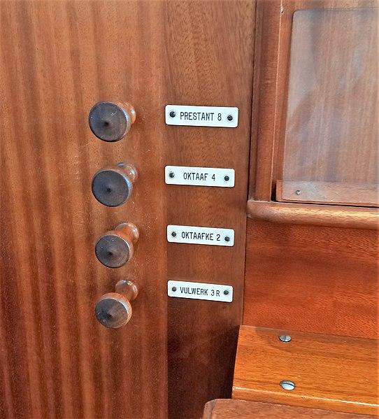 Datei:De Haan, Sint-Monica (Loncke-Orgel) (9).jpg
