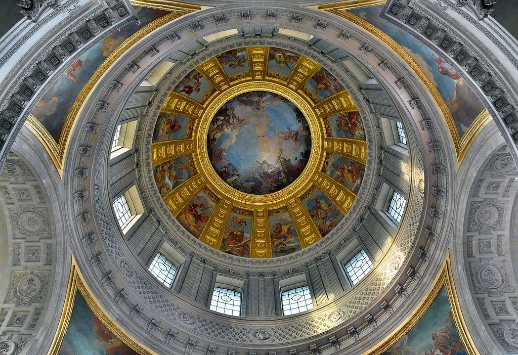 Vue intérieure du Dôme des Invalides, à Paris, présentant les douze apôtres peints par Jean Jouvenet, dominés par la fresque de Charles de La Fosse représentant Saint Louis remettant son épée au Christ.  (définition réelle 5832×4000)