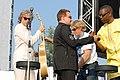 Deine Stimme Gegen Armut P8 concert Bob Geldof, Bono & Youssou N'Dour (535181586).jpg