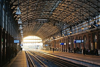 Den Haag HS railway station - View of the platforms inside the station.