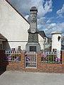 Dohem (Pas-de-Calais, Fr) monument aux morts.JPG