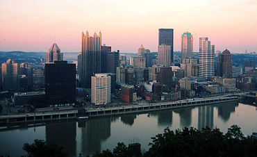 The skyline of Pittsburgh displaying the tallest buildings.Wikipeder.