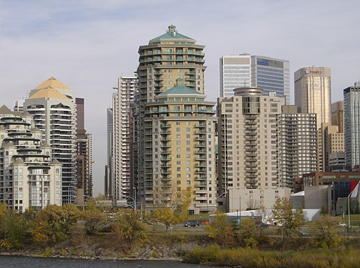 Downtown Skyline 8, Calgary - By Robert Thivierge from Calgary, Canada (Downtown Skyline 8  Uploaded by xnatedawgx) [CC-BY-SA-2.0 (http://creativecommons.org/licenses/by-sa/2.0)], via Wikimedia Commons