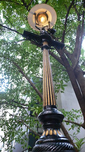 Duddell Street - Image: Duddell Gas Lamp Turned On