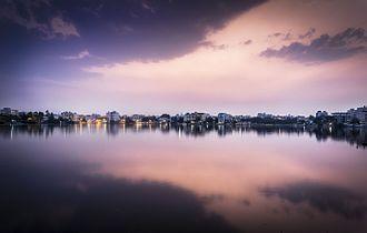 Dusk at Saroornagar lake.jpg