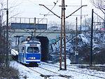 E1 tram entering Kopiec Wandy track loop, 2016 III.JPG