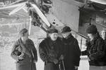 ETH-BIB-Gruppe Frauen vor Flugzeug bei St. Moritz-Inlandflüge-LBS MH05-75-41.tif