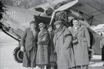 ETH-BIB-Gruppe vor Flugzeug bei St. Moritz-Inlandflüge-LBS MH05-75-03.tif
