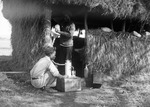 ETH-BIB-Junge vor Hütte im Camp Serengeti-Kilimanjaroflug 1929-30-LBS MH02-07-0485.tif