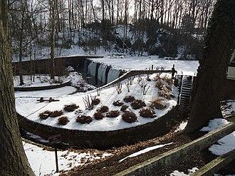 Mountainside, New Jersey - Image: Echo Lake Park NJ waterwheel dam frozen lake trees