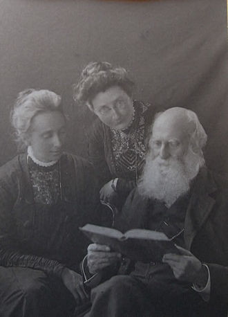 Edith Anne Stoney - From left to right: Edith Stoney (left), with her sister Florence and father Johnstone