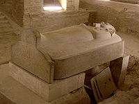 Η πέτρινη σαρκοφάγος ενός Φαραώ.