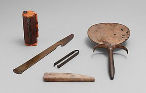 Clothing in ancient Egypt - Ancient Egyptian cosmetic set from ca. 1550-1458 BC, featuring, from left to right, a kohl tube, a razor, a pair of tweezers, a whetstone, and a mirror