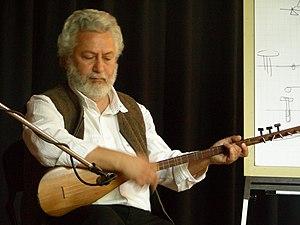 Erkan Oğur - Erkan Oğur holding a kopuz lute in April 2007, giving a workshop in Rotterdam
