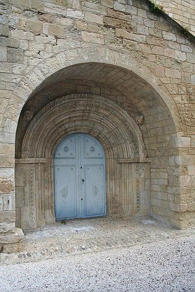 Espondeilhan (Hérault) - Portail de Notre-Dame des Pins.