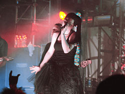 Evanescence en un concierto para promocionar The Open Door, en el 2006.