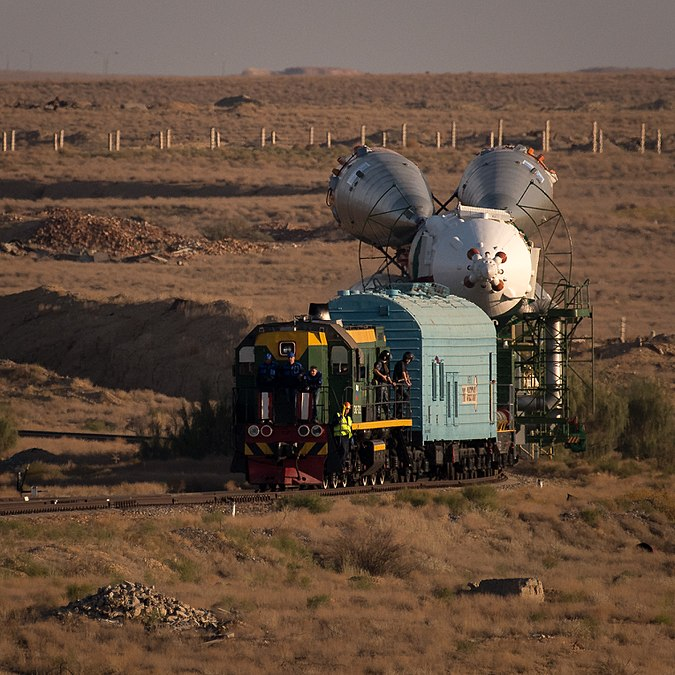 Expedition 53 Soyuz Rollout (NHQ201709100014).jpg