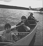 Famille Inish dans leur canot - Paul Provencher, 1941.jpg